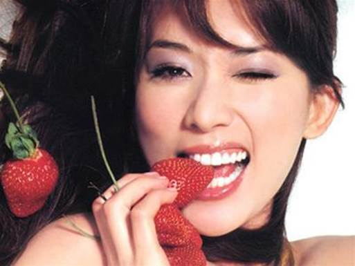Strawberry is confirmed to be the effective method to make teeth white.