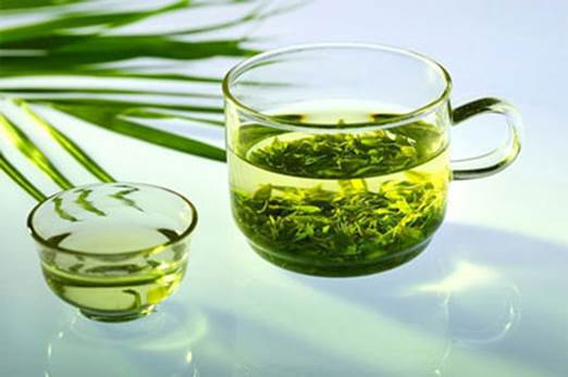 Green tea contains the extremely high content of antioxidants and vitamin C.