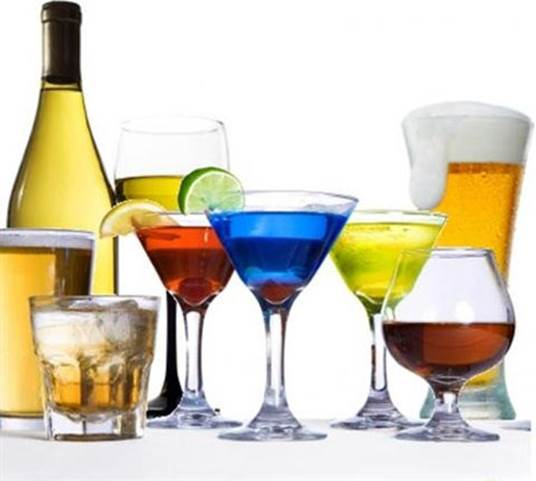 Any kinds of drink containing alcohol that is consumed with a suitable level (a small glass/day) can reduce the risk of heart disease.