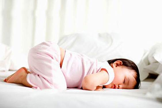 Letting children lie on their stomach when they are sleeping can make them be choked.