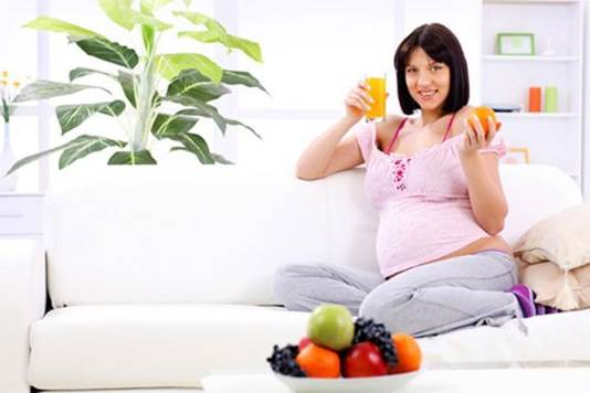 Experts advise pregnant women to eat 5 times in a day (have a snack after lunch).