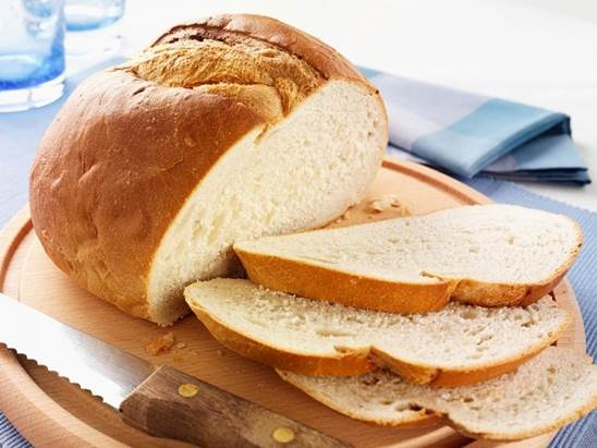 White bread that is made from wheat flour with good quality is the ideal choice for babies.