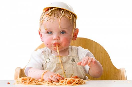 Eating with hands can be started when children are 6-8 months old.