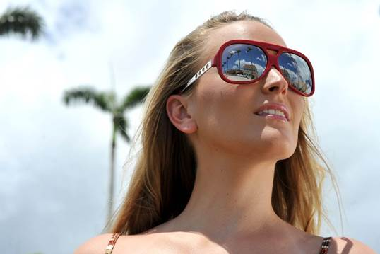 To reduce the sunlight effects, you should wear sunglasses when going out.