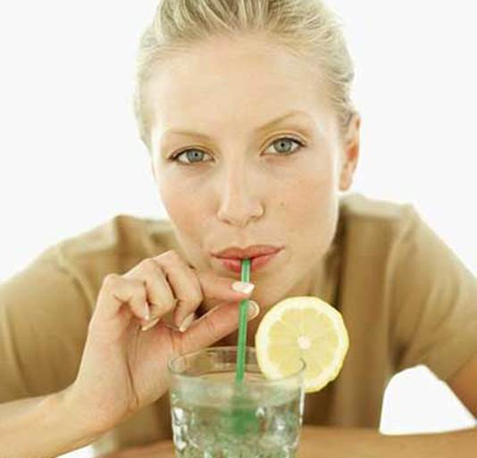 Experts advise you to drink directly, not using straw.