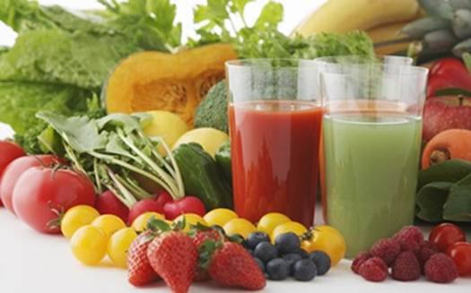 In summer, many kinds of fruit juice are delicious and contain a lot of nutrients.
