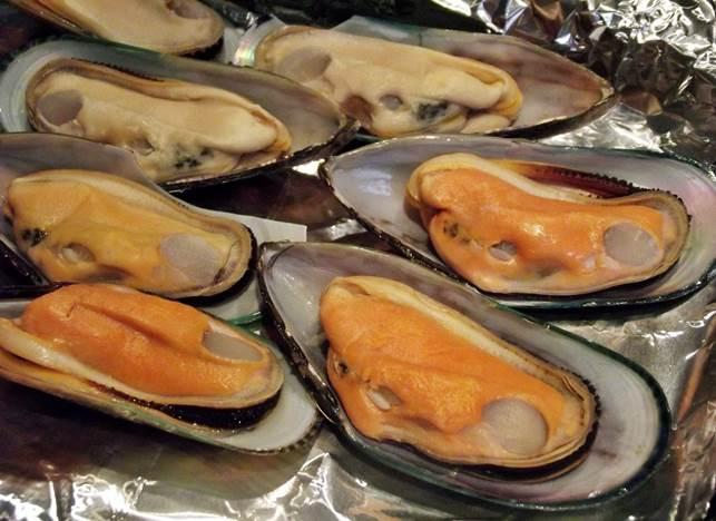 Description: Raw mussels