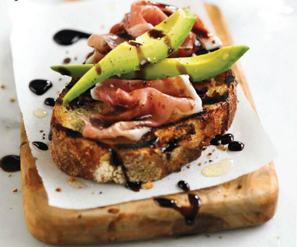 Description: Avocado and prosciutto toasts