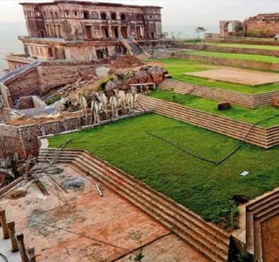 Description: Terraced lawns