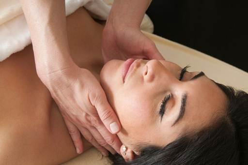 Description: Massage your face using manual lymphatic drainage, which employs extremely light