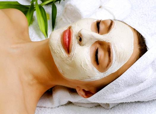 Description: Use facial mask regularly to keep your skin moisturized
