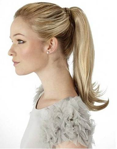 Description: A ponytail behind your back is the most suitable style in an interview