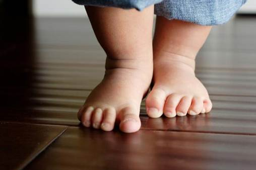 Description: Most of children know how to walk by the time they are 13 months old.