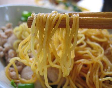 Description: Eating plenty of noodles makes constipation more serious