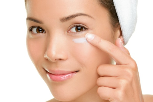 Description: Apply eye cream to prevent wrinkle formation in the sensitive areas around the eyes.