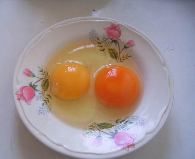 2 egg yolks