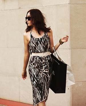 Willowy dress with black-white pattern completely is costume for both going out or party.