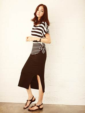Long black elastic dress becomes sporty when combining with horizontal stripe T-shirt.