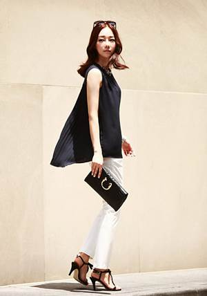 White trousers and soft black chiffon shirt are appropriate for working in hot days.