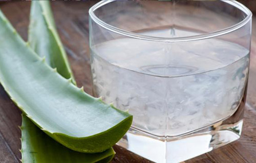 Aloe can cure injuries and ease burns.