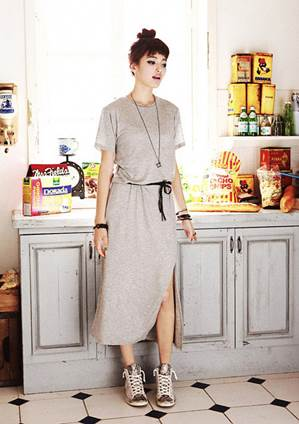 Elastic dress is also very attractive when mixing with cloth sneakers.