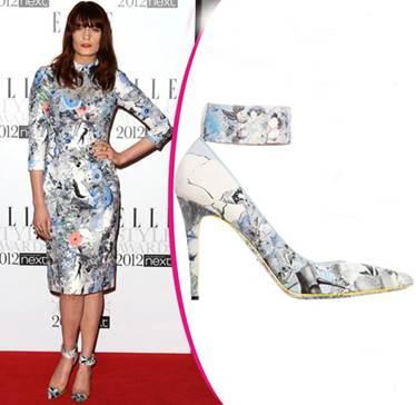 Florence Welch synchronized patterns fashionably.