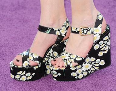 Kirsten Dunst is in flashy flower shoes of Dolce&Gabbana