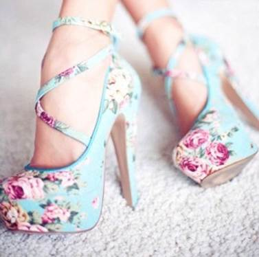 Always be prominent on the street with flower shoes.