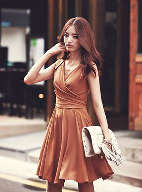 Elegent and sexy at office with modern brown spread dress