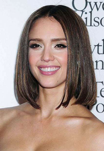 Still with the bob, but Jessica Alba dyes her hair brown and yellow highlight to look younger.