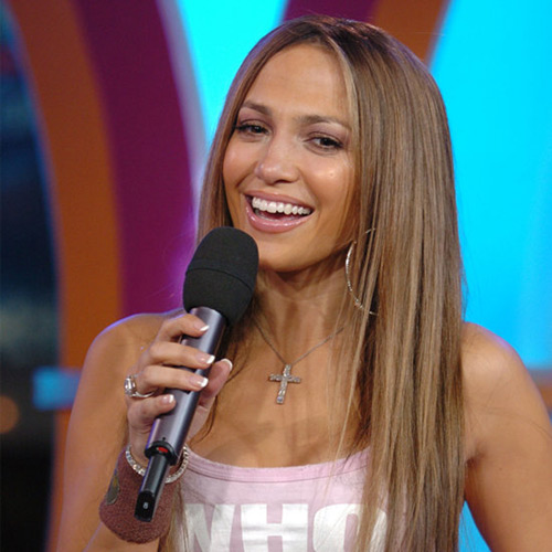 Jennifer Lopez also chooses the smooth straight hair, and so she looks really young at 40.
