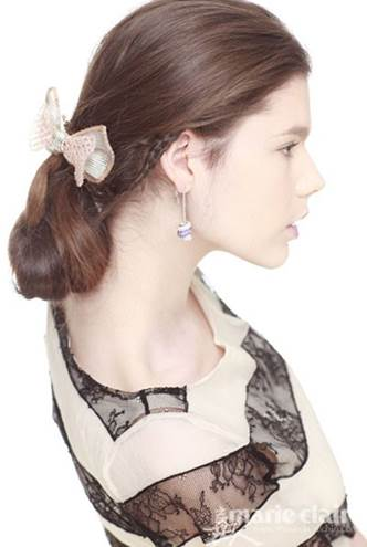 This feminine hairstyle will make you prominent at the party.