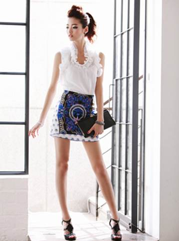 If miniskirts have simple shape and focus on stylish pattern, you can be more feminine with swing shirts.