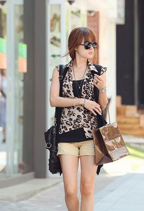 Slender waistcoat cardigan creates an impressive background for the chiffon leopard coat.