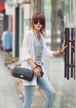 Youthful with elongated cardigan and thin belt that can show your slender waist