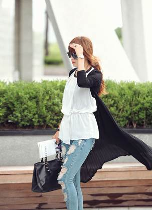 Elongated cardigan is perfect for windy days.