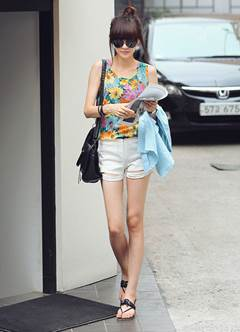 Mix bright shorts with colorful shirt will make you look younger and fresher.
