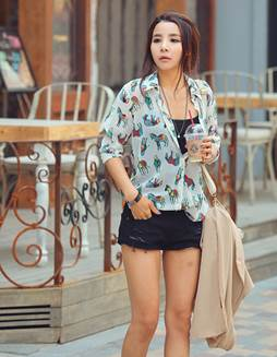 Black shorts and voile shirt are cleverly mixed with a dark tank top.