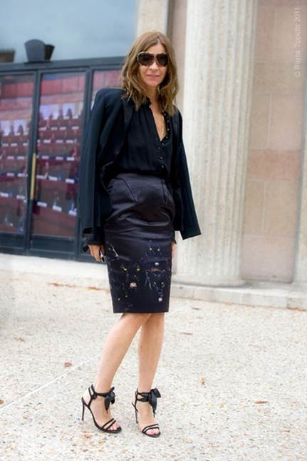 The flexible combination helps pencil skirt get out of the rigid image, it is more fashionable now.