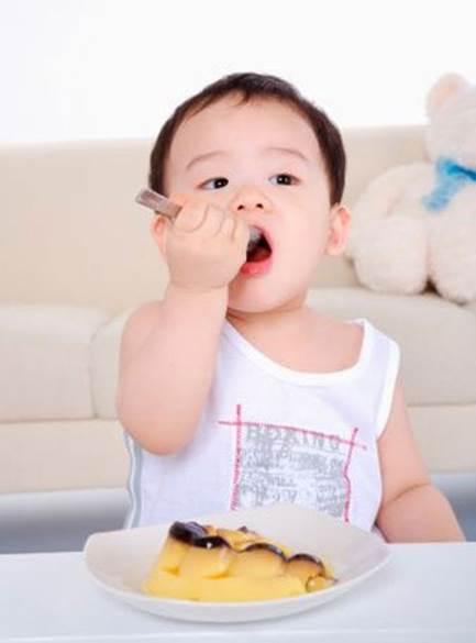 Let children feed themselves