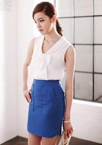Nice combination with white sleeveless shirt for feminine girls.
