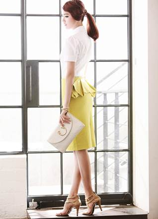 Familiar office skirts are more beautiful with colorful skirts and swings behind hips.