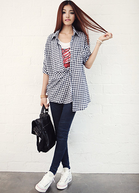 Be young with checkered shirt combining T-shirts and jeans.