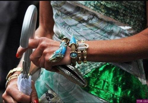 Stylish snake bracelet