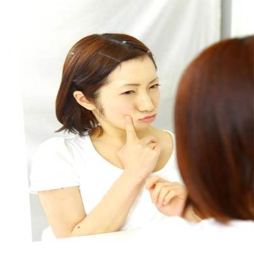 Similar to problems about oily skin, acnes, big pores also make you unconfident.