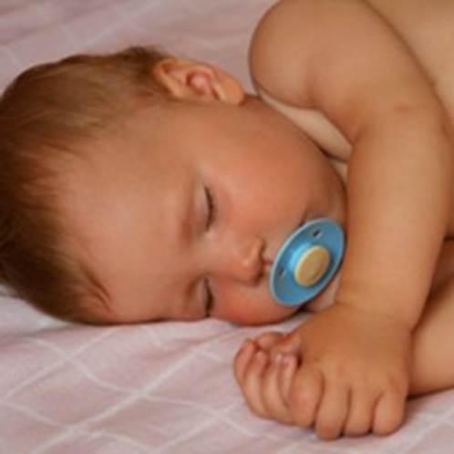 Sucking pacifier when sleeping help kids prevent sudden death.