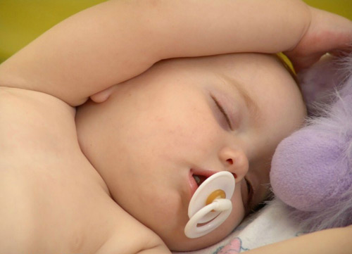 A good sleep helps babies develop better in both physical and intelligence.