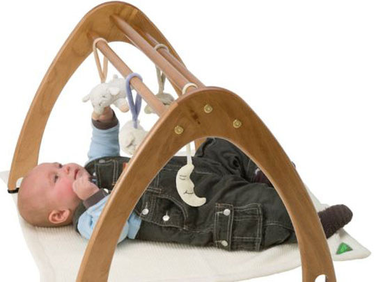 Do active and strong activities before going to bed will cause excitement, that's why babies are easy to awake