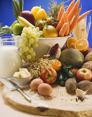 Description: You should choose orange-colored fruits, dark green leafy vegetables, milk, egg… to supplement vitamin A