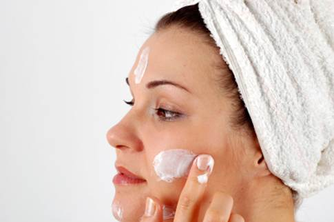 Description: If you have dry skin, moisturize your face with a mild, oil-free moisturizer.